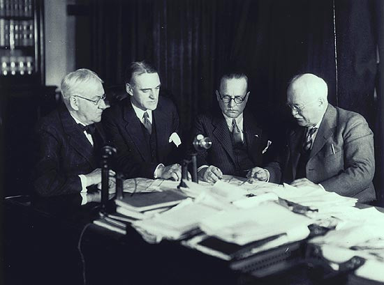 L. J. Gaboury, Deputy Postmaster General (second from left) discussing arrangements for the first international airmail service between Montréal and Albany, New York.
